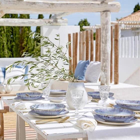 Table d'été bleu et turquoise